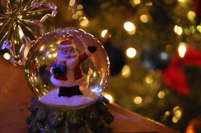 Santa-Claus-Snow-Globe-Merry-Christmas-Ho-Ho-Ho-Bring-On-The-Snow-40-Christmas-Snow-Globes-article